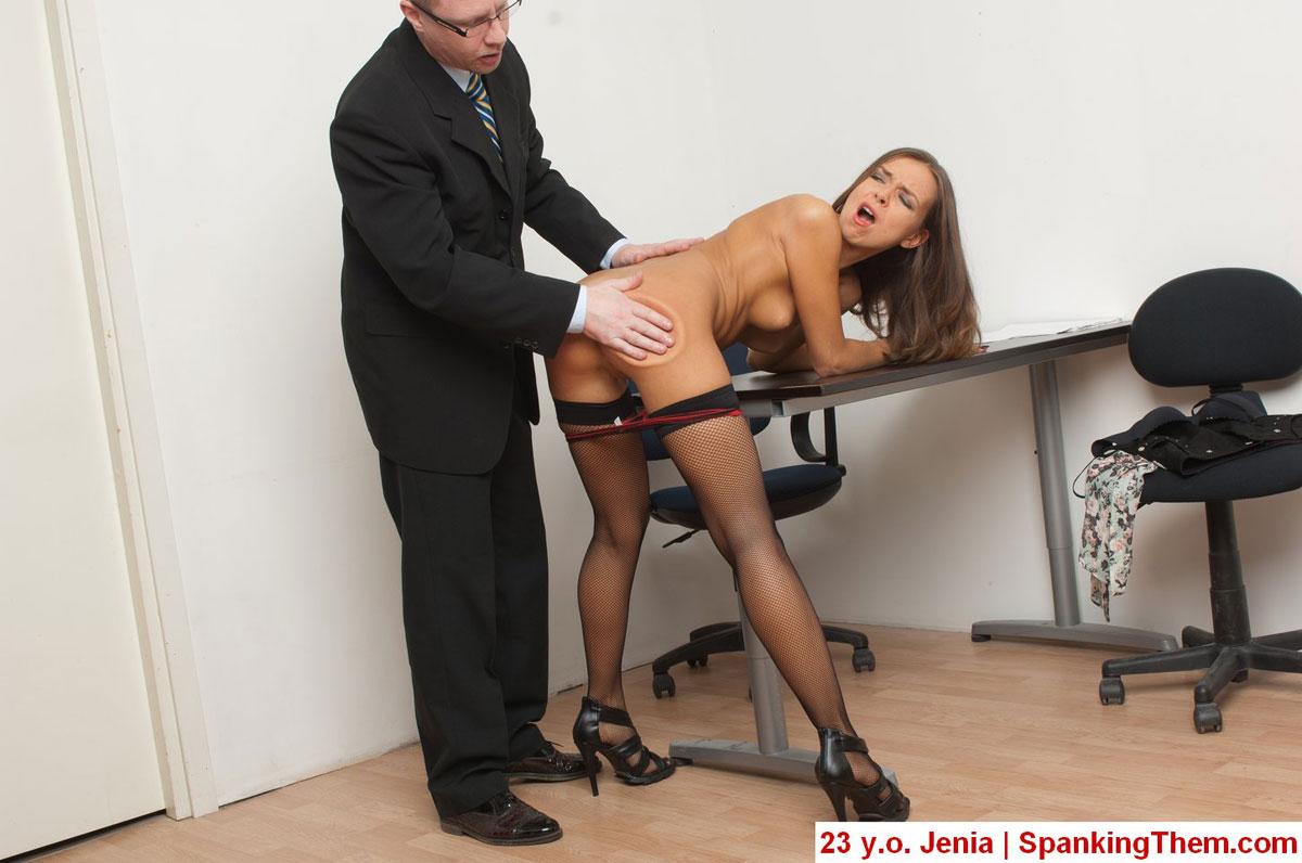 тут босс наказал тупую секретаршу разнообразные сцены