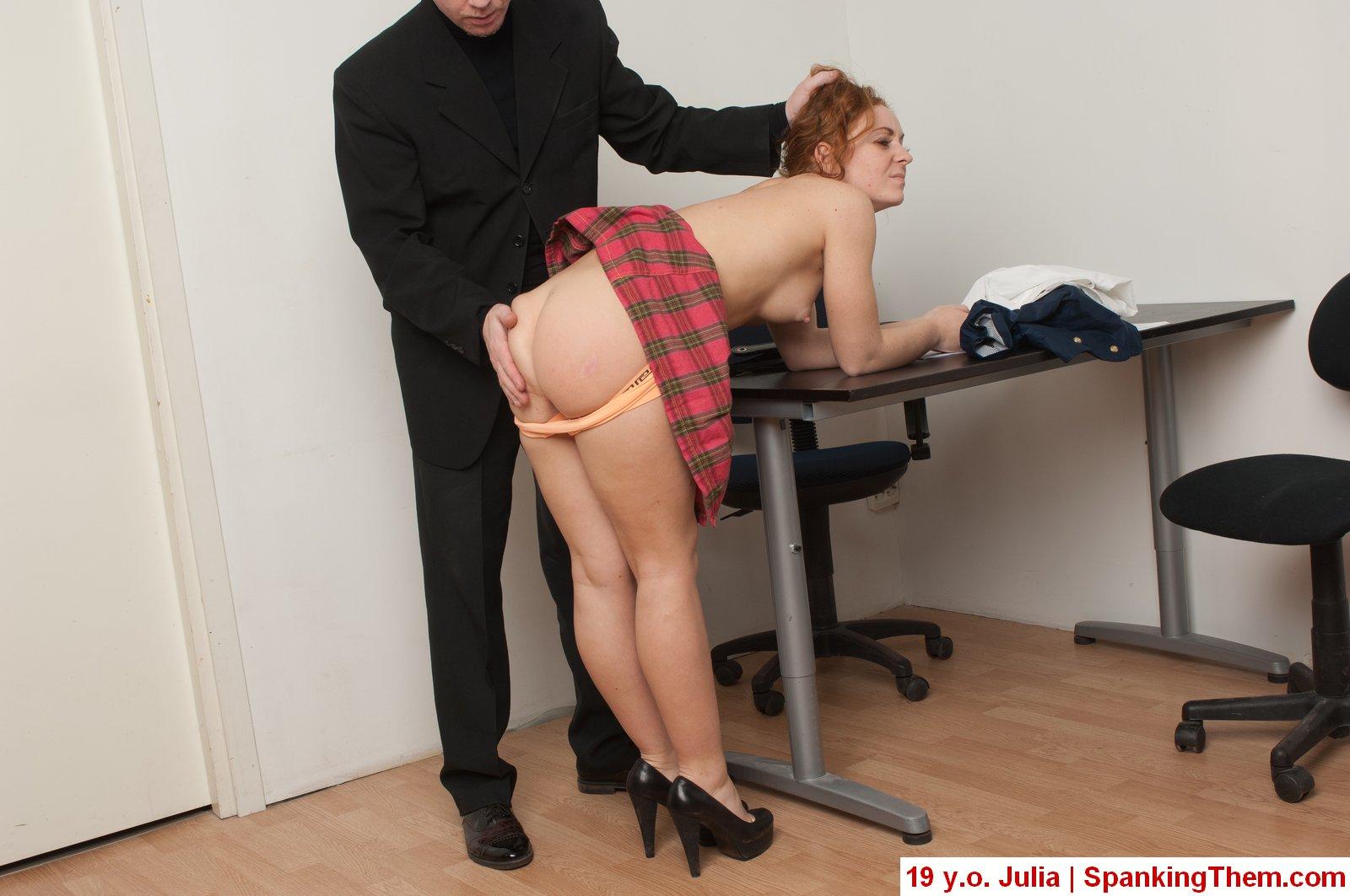 мечтательный босс наказал тупую секретаршу так молча протянул