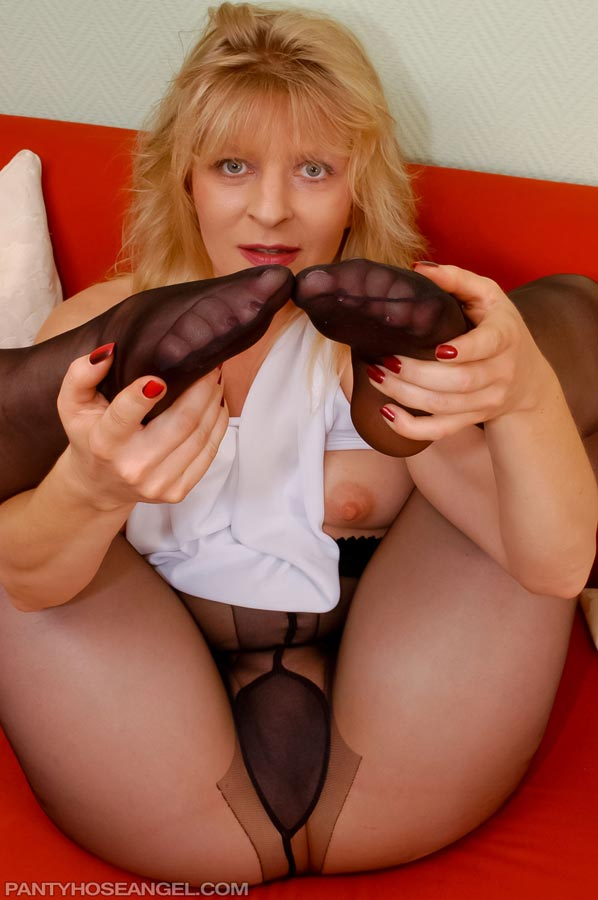 2010 black pantyhose nylon and boots for cum 7