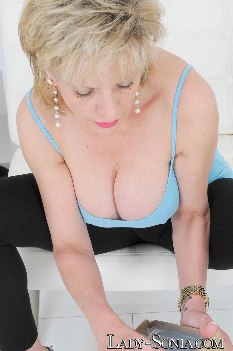 Milf lady sonia gives hot handjob on massage table 2