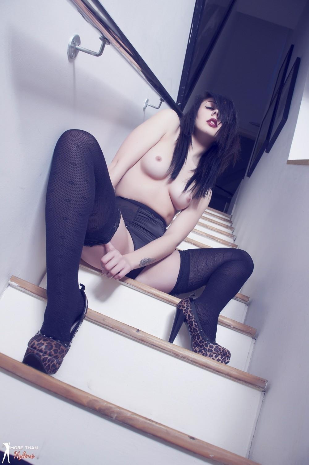 number 1 escort heels und nylons