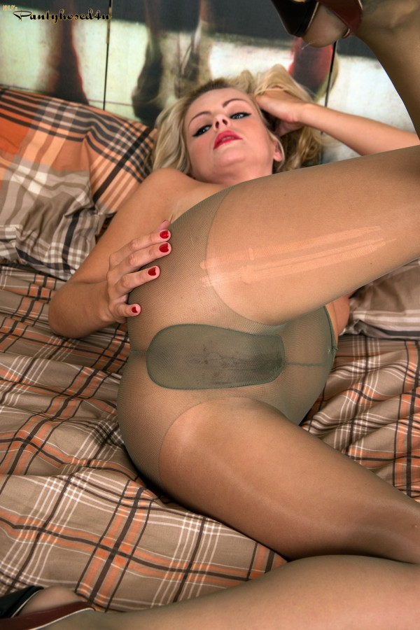 Pantyhose porn featuring — photo 5
